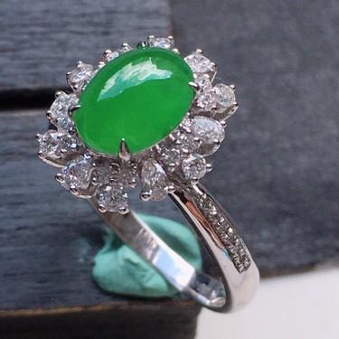 戒指,翡翠18k金伴钻镶嵌糯冰种满绿蛋面戒指17mm