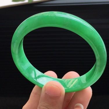 天然翡翠细糯种满绿宽边手镯(51.3mm)