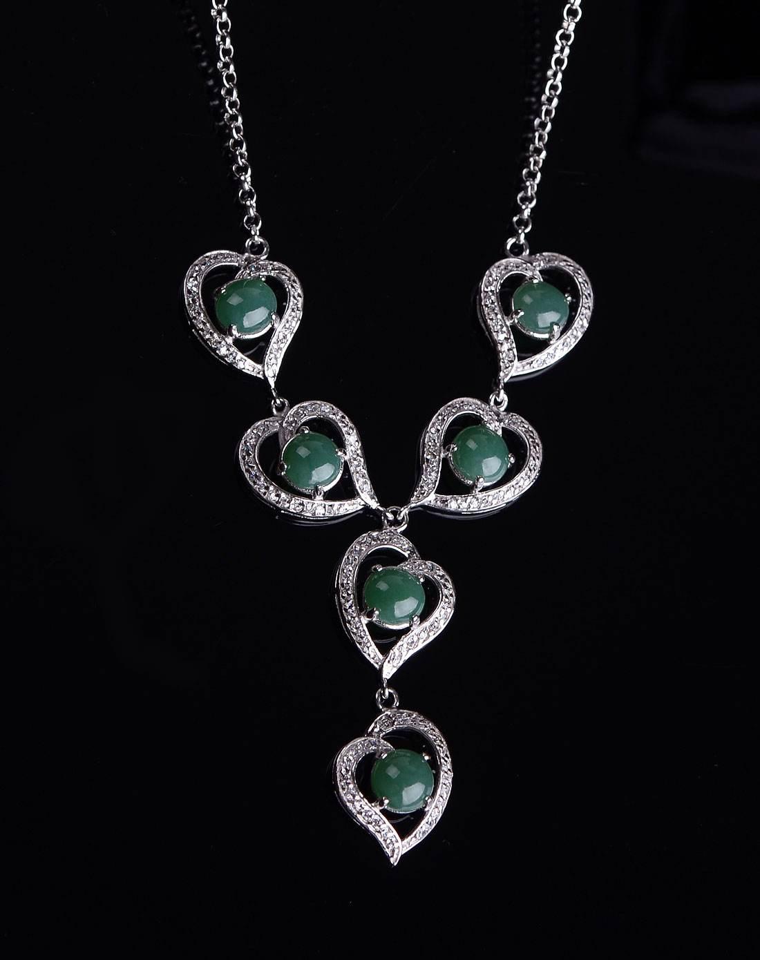 精美925银翡翠镶嵌工艺的时尚元素更凸显翡翠的魅力