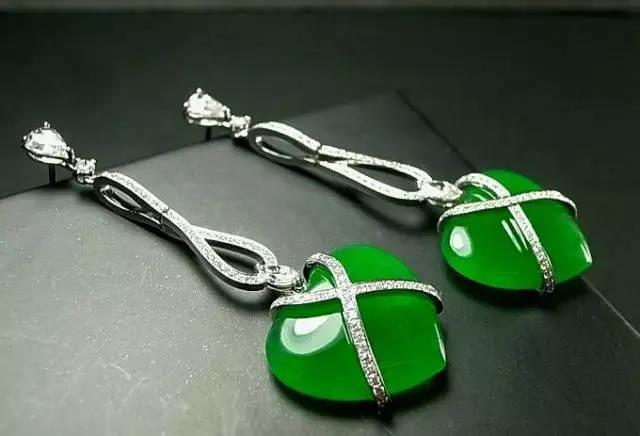 翡翠耳环的佩戴原则是什么 在佩戴翡翠耳环时要注意些什么