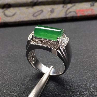 冰種淡綠鑲白金鉆石馬鞍戒指