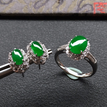 冰種陽綠鑲白金鉆石戒指/耳釘一套走