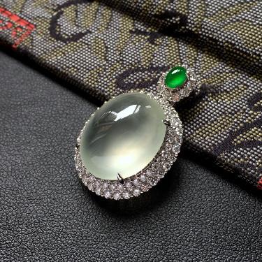 冰种淡晴水镶白金钻石胸坠