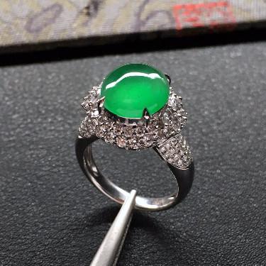 冰玻种翠色镶白金钻石戒指
