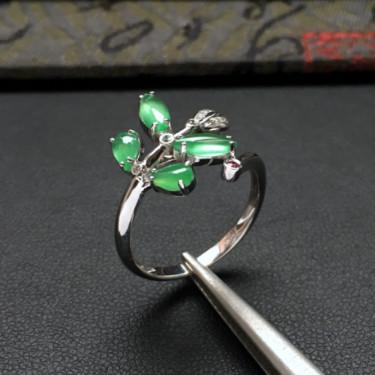 冰种浅绿镶白金钻石花型戒指