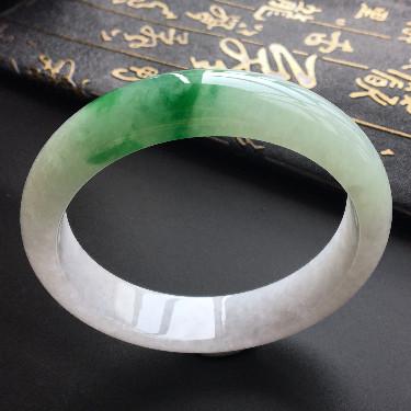 糯冰种略飘翠手镯(62.6mm)