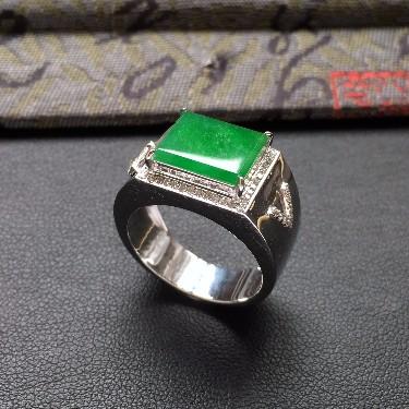 冰种翠色镶白金钻石方形戒指