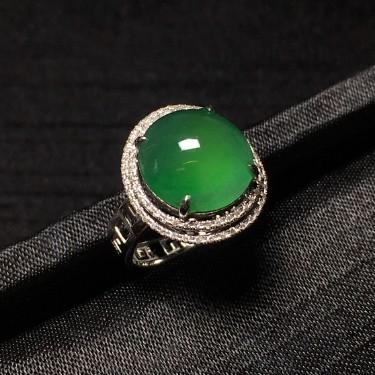 镶白18k金钻石糯冰种翠绿蛋面戒指
