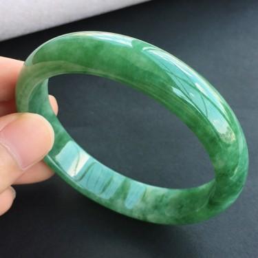 糯冰种浓绿翡翠手镯(58.2mm)