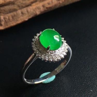 镶白18K金钻石冰种翠绿蛋面戒指