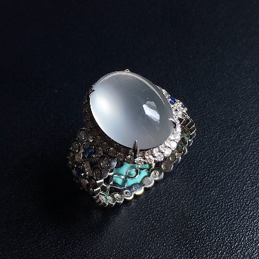 镶白18K金钻石彩宝冰种无色蛋面戒指