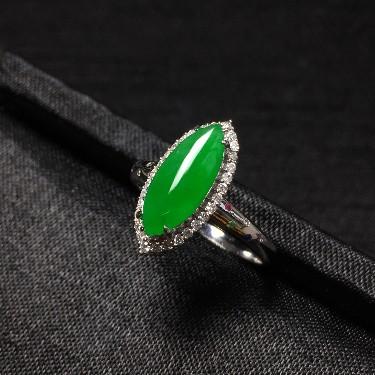 镶白18K金钻石糯冰种阳绿马眼戒指