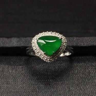 镶白18K金钻石糯冰种浓绿扇贝形戒指