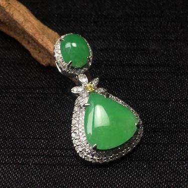 镶白18K金彩宝钻石糯冰种果绿水滴形胸坠