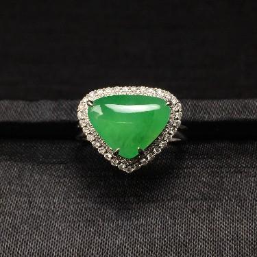 镶白18K金钻石糯冰种果绿扇贝形戒指