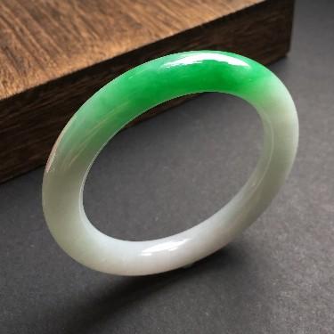 (超值推荐)糯冰种飘翠圆条手镯54mm