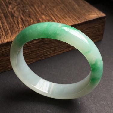 (超值推荐)糯冰种飘绿花手镯56.5mm