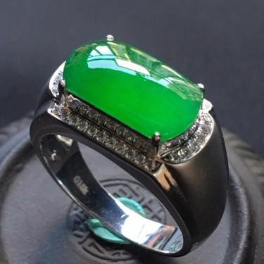 (超值推荐)冰种阳绿镶白金钻石马鞍戒指翡翠