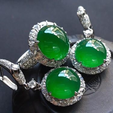 冰玻种阳绿镶白金钻石戒指/耳坠(一套)翡翠