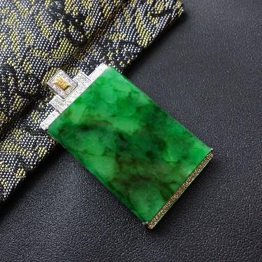 (超值推荐)翡翠糯冰种癣加绿镶白金钻石平安牌吊坠