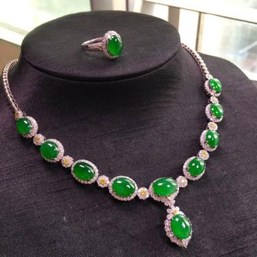冰种阳绿镶白金钻石胸坠/戒指(一套)翡翠