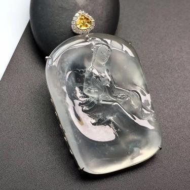 冰玻种镶白金钻石观音胸坠翡翠