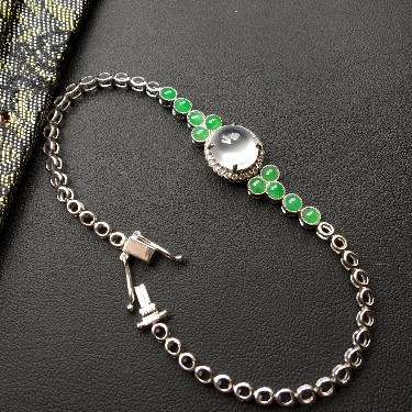 冰玻种无色/糯冰种浅绿镶白金钻石手链翡翠