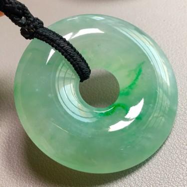冰种淡绿平安扣挂件翡翠