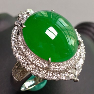 冰种阳绿镶白金钻石戒指、胸坠两用款翡翠