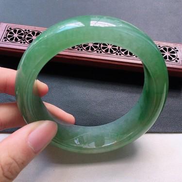 翡翠糯冰种飘绿正圈手镯57.6mm