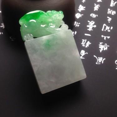 糯冰种飘绿貔貅印章翡翠