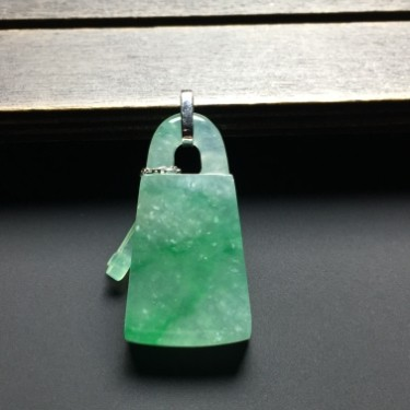 冰种绿晴水同心锁挂件翡翠