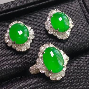 冰种阳绿镶白金钻石戒指、耳钉一套翡翠
