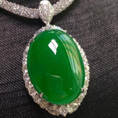 冰种正阳绿镶白金钻石戒指、胸坠两用款翡翠