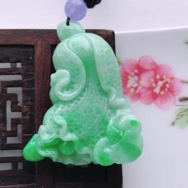 翡翠糯冰种飘绿白菜吊坠