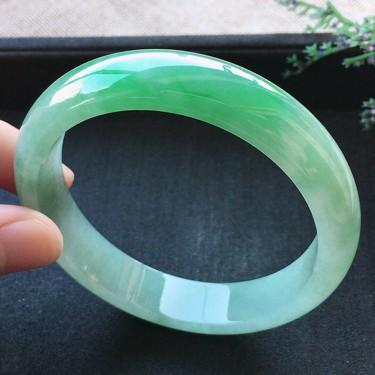 糯冰种苹果绿翡翠手镯