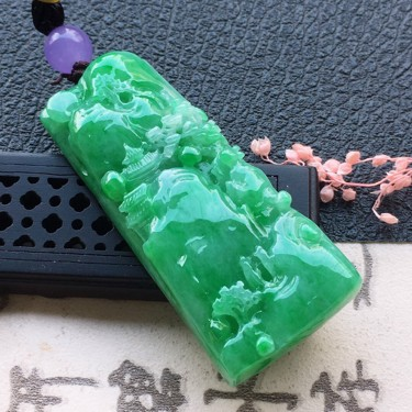 翡翠細糯種帶綠山水牌吊墜(頂珠為裝飾珠)