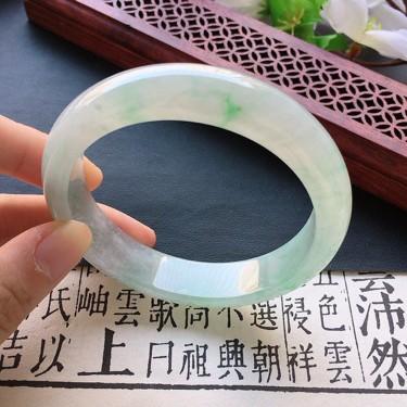 翡翠糯冰種淡綠正圈手鐲57mm