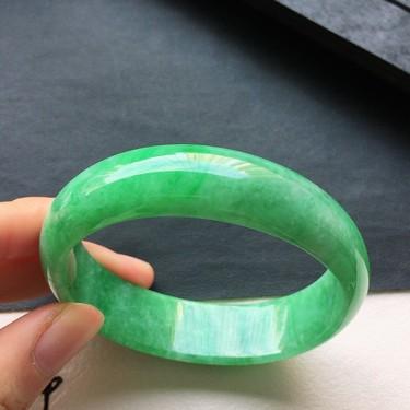 翡翠細糯種豆綠貴妃手鐲53mm