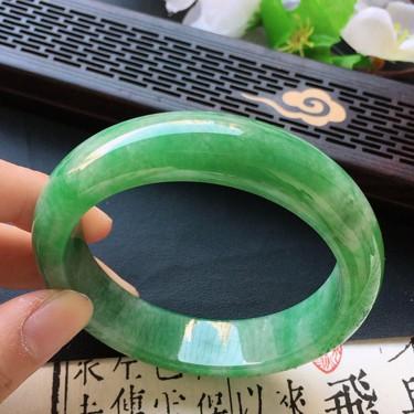 翡翠细糯种果绿正圈手镯54mm