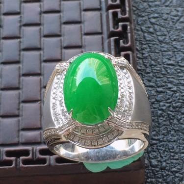 翡翠18圈口18k金伴鉆鑲嵌細糯種滿綠蛋面戒指