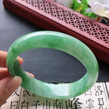 翡翠细糯种豆绿正圈手镯56mm