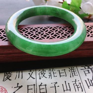 翡翠細糯種果綠圓條手鐲54mm