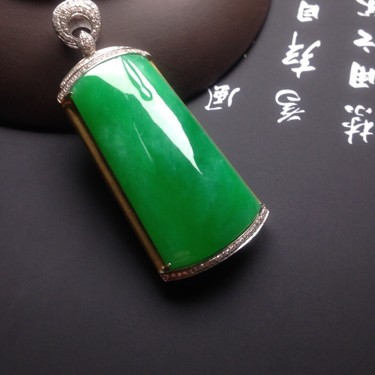 冰种满绿镶彩金钻石步步高升胸坠翡翠