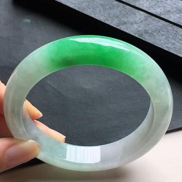 緬甸翡翠糯冰種帶綠正圈手鐲58mm