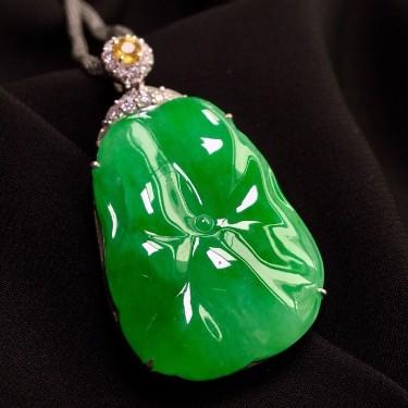 糯冰種滿綠鑲白金鉆石和和美美胸墜翡翠
