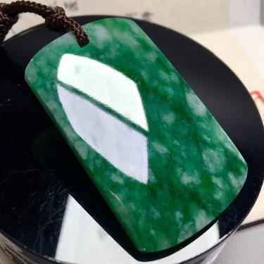 糯冰种浓绿无事牌挂件翡翠