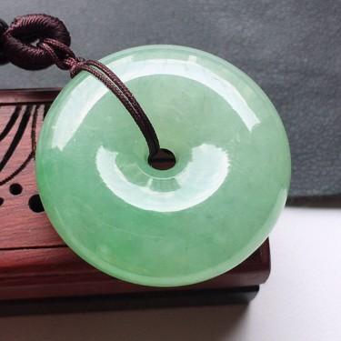 缅甸翡翠糯冰种果绿平安扣吊坠