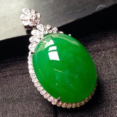 冰种满绿镶白金钻石鸽子蛋胸坠翡翠