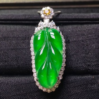 冰種滿綠鑲白金鉆石玉葉胸墜翡翠